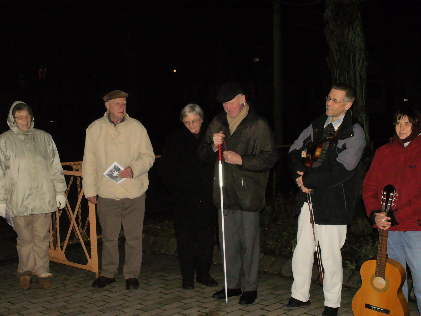 Teilnehmer (u.a. Barbara und Volker Landa mit ihren Instrumenten)