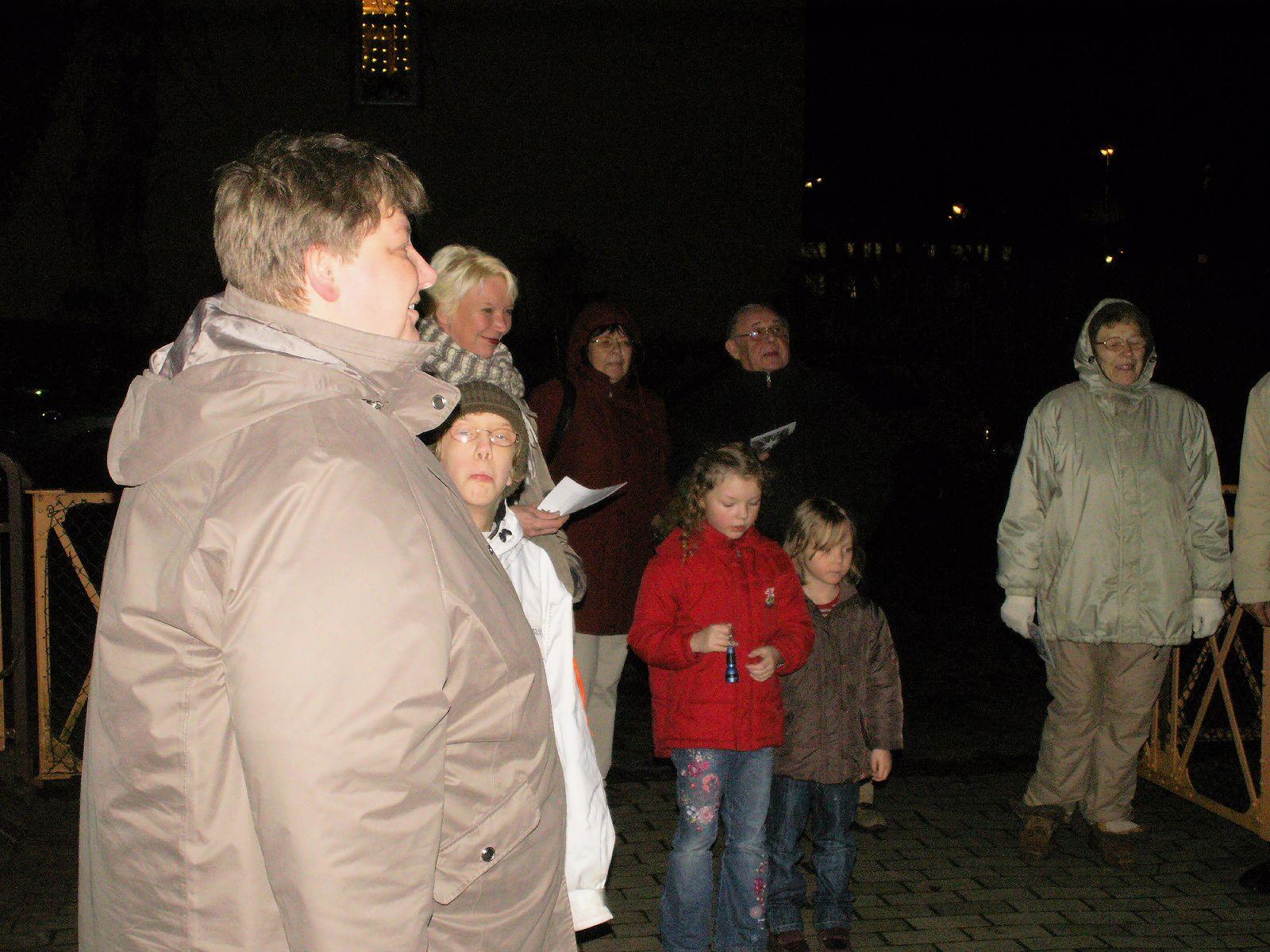 Teilnehmer (u.a. Frau Nischik von der kath. Gemeinde)