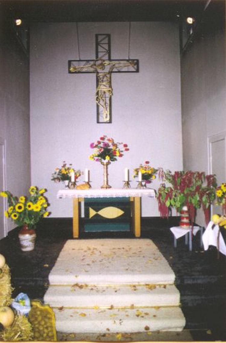 Altarraum mit Erntedankschmuck