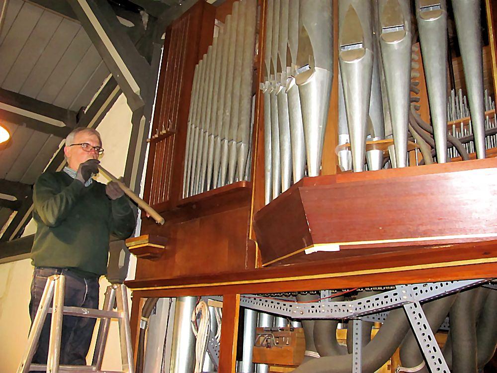 Herausnehmen der Orgelpfeifen
