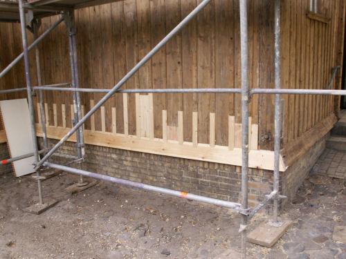 Neues Holz an der Fassade